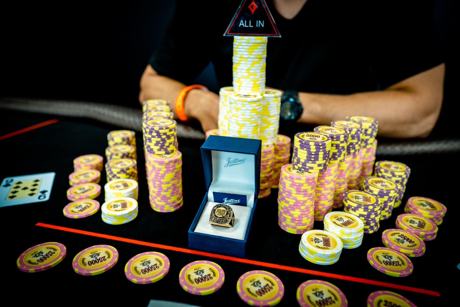 Смотреть онлайн покер в сочи игры марио карт играть