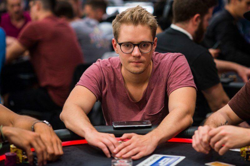 Смотреть онлайн турниры по покеру 2020 бесплатный бонус казино вулкан оригинал
